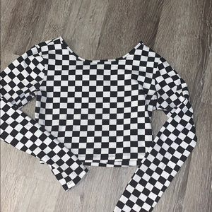 Checkered long sleeve cropped top